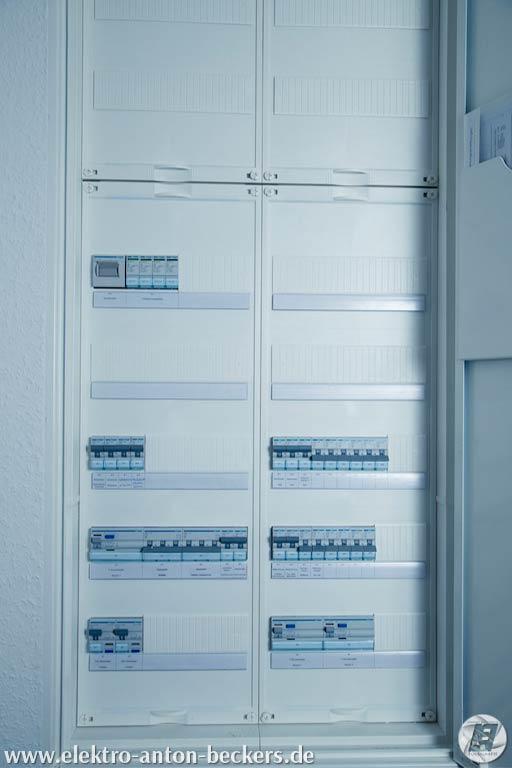 Elektorinstallation-Schaltschrank-Sicherhungen-Geschlossen